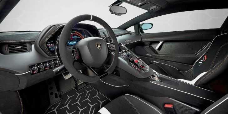 Lamborghini Aventador SVJ İç Tasarım