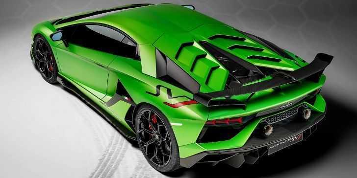 Lamborghini Aventador SVJ Yeşil Spor Otomobil