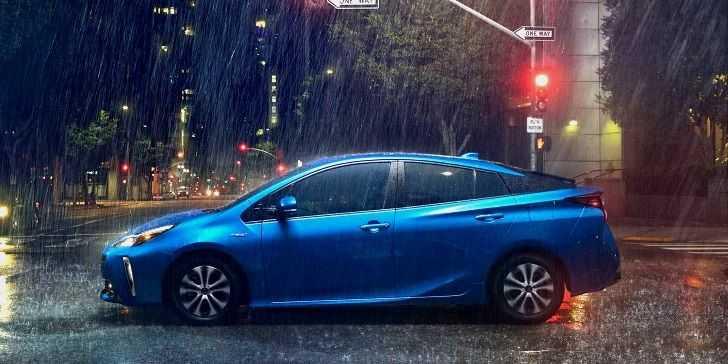 2019 Toyota Prius AWD-e Resmen Tanıtıldı